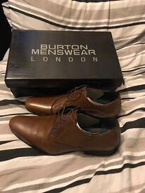 Men's size 8 tan burton shoes