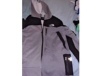 Bpys north face tracksuit top and shorts, large boys