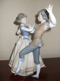 LLADRO -DANCING THE POLKA- LARGE FIGURE MODEL 1984 GIRL AND BOY COUPLE DUO.