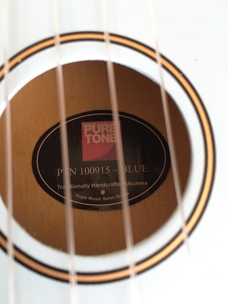 ukelele pure tone with case