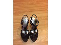 Guess Platform heels size 5