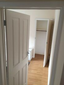 Super Double Room for a lady in Two Bed Flat 1 min walk to Central Line £610 only ! bills included