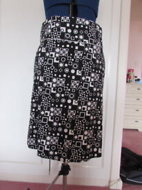 MK One black/white abstract print cotton skirt Size 12 Excellent condition