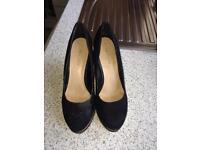 Black wedge suede shoe