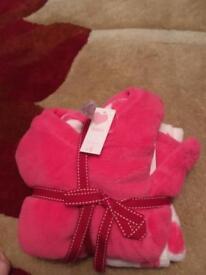 2pairs of brand new girls pyjamas