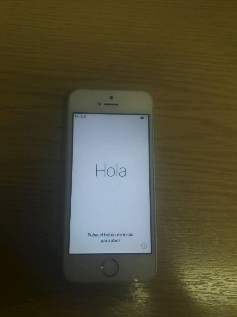 Iphone 5s white 16GBin Eccles, ManchesterGumtree - Iphone 5s white 16GB unlocked to all networks in immaculate condition Handset and charger only