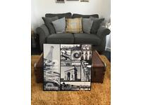 Free back and white Paris Canvas