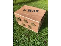 Rabbit Hay Feeder Shelter