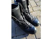 ARMY BOOTS SIZE 9L