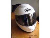 Shoei Quest Motorcycle Helmet in Gloss White in Size Medium