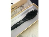 Hot Brush - heated Brush to straighten hair