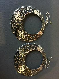 Stunning black hoop earrings with gold floral detail