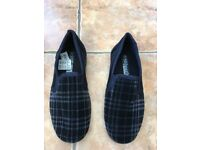 Mens slippers size 5