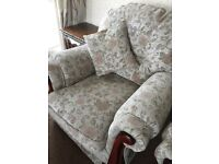 Excellent condition 3 seater and 2 chairs