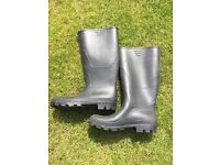 MENS NEARLY NEW (WORN ONCE ) WELLINGTON BOOTS. SIZE 7.