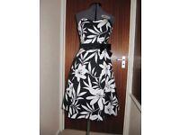 Women's/Girls Bay Trading Sweetheart neck Strapless Dress Size 12/14 Black/White large flowers