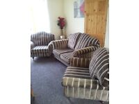 NEW GOLD LAURA ASHLEY SUITE CAN DELIVER FREE RRP 3000