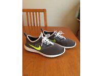 Nike Running Trainer - Size 8