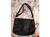 Ladies black handbag never been used (can post)