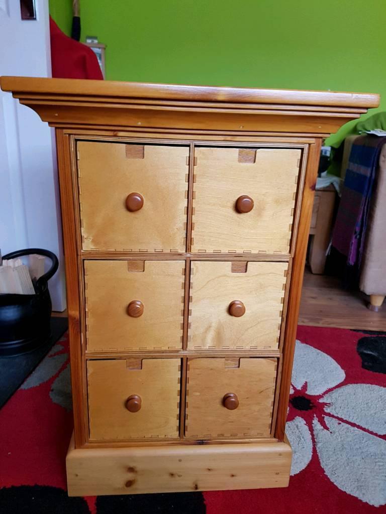 Pine varnished unit