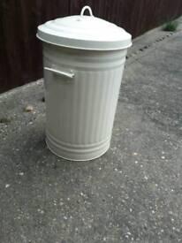 Large size metal kitchen dustbin
