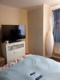 Spacious &clean Large Double Bedroom on ground floor for single or couple Slough- £475PM