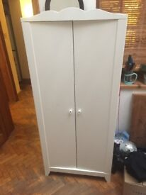 White clothes hanging cupboard