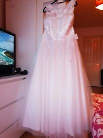 Brand new lace and tulle wedding dress