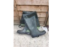 thigh high waders size 9