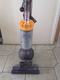 Vaccum dyson dc40 working and cleaned comes with tool