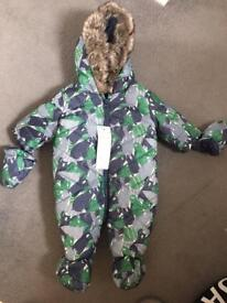Brand new snow suit up to 1 month