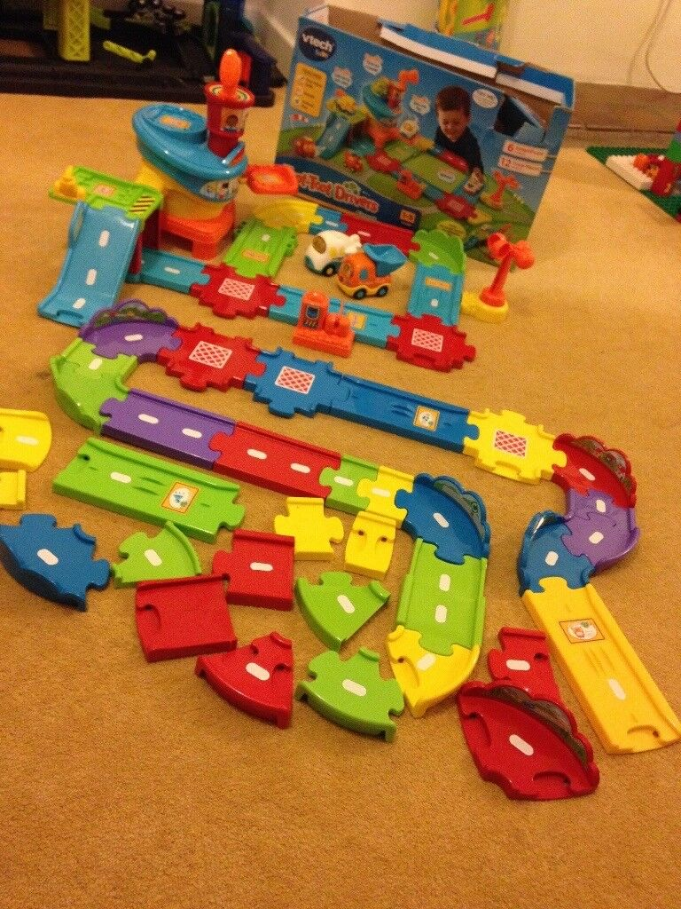 Vtech toot toot airport plus deluxe track