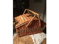 Picnic basket with plates, glasses & cutlery