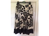 Women's phase Eight floral print skirt size 12 in excellent condition as hardly worn
