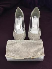 Quiz size 2 heels & clutch