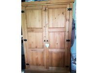 Large Mexican pine wardroble