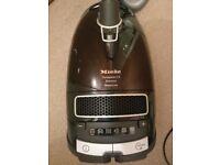 Vaccum Cleaner - Miele Complete C3 PowerLine Bagged Cylinder Vacuum, 4.5 L 1600 W - Black