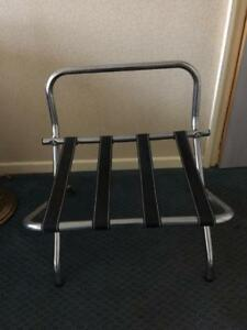 RACK A VALISE --- LUGGAGE RACK