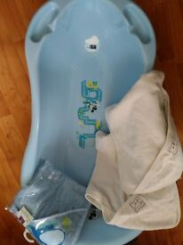 Blue baby bath with built in temp.