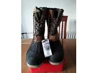 New Crane Field Boots size 9