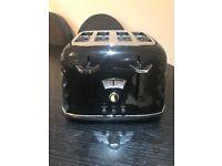 Black Delonghi Toaster