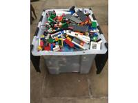 13kg of mixed Lego and Mini figures.