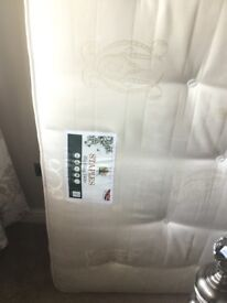 King size Blickling Staples 1400 pocket sprung mattress
