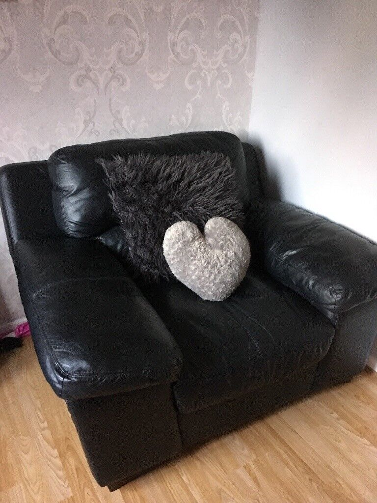 Leather 3 seater sofa and arm chair brilliant condition need gone due to new sofa on its way.