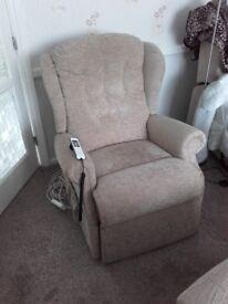 Riser / Recliner Chair
