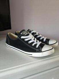 Size 6 converse ladies trainers