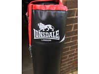 New (unused) Lonsdale 4 ft punch bag with bracket / chain