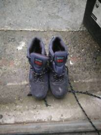 Walking boots size 6.5