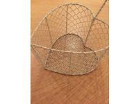 Cream wire mesh love heart basket