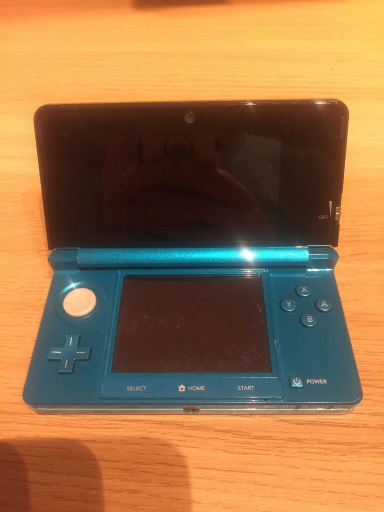 Second Hand 3DS with case and 3 games, charger and stylus included